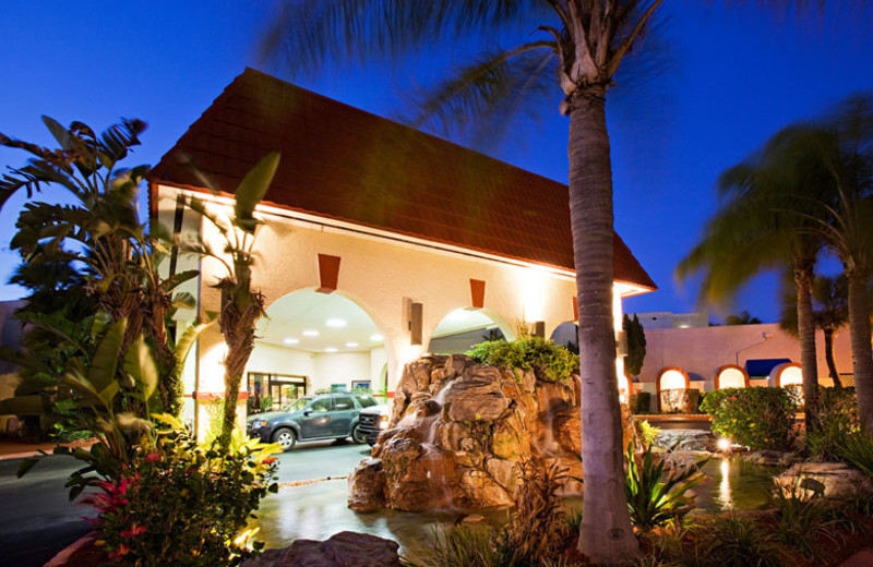 Exterior view of Maingate Lakeside Resort.