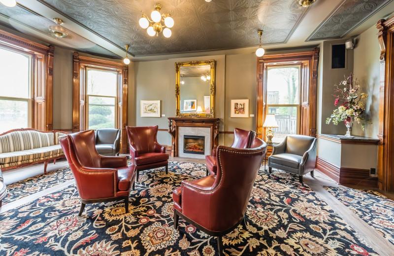 Lounge at Idlewyld Inn.