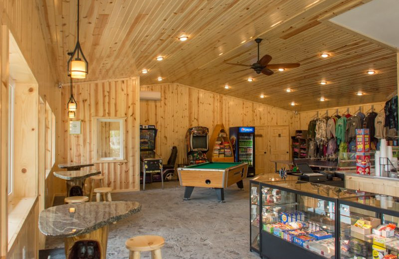 Lodge with made-to-order food service including: Pizza, Wings, Fresh baked Cinnamon & Caramel Rolls, Hand dipped Ice cream cones, shakes & sundaes, Specialty Espresso coffees and more. Shopping area for souvenirs, games and fitness center.