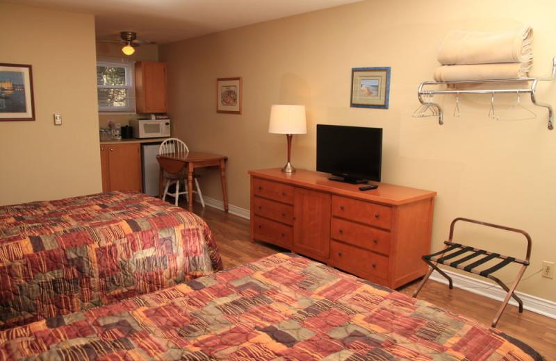 Guest room at Alpine Motor Inn.