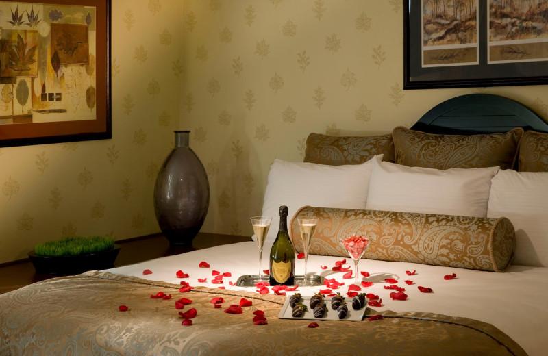 Guest bedroom at Doral Arrowwood.