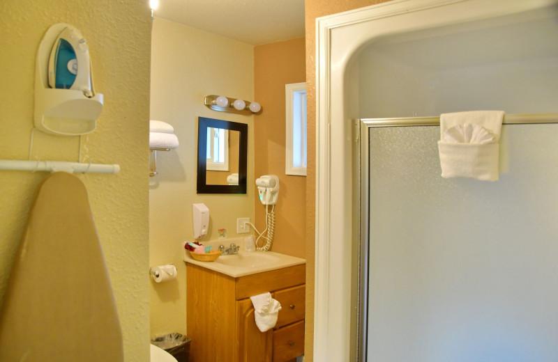 Guest bathroom at Murphy's Resort.