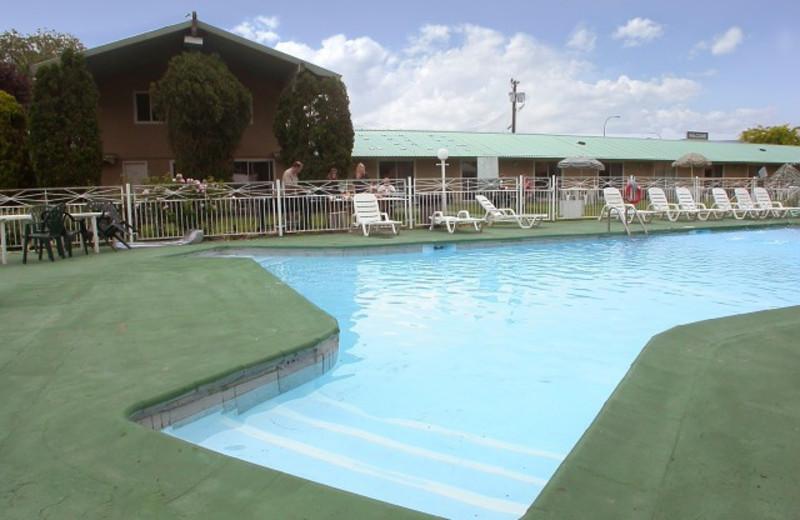 Outdoor pool at Okanagan Seasons Resort.