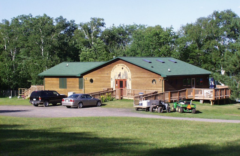 Exterior view of Scenic Drive Resort.