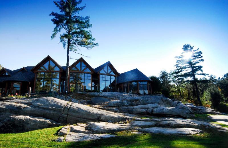 Exterior view of Rocky Crest Golf Resort.