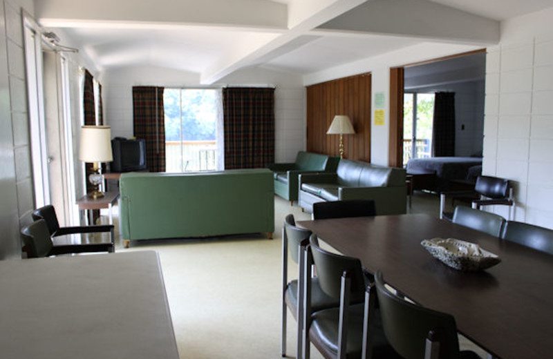 Guest dining and living room at Kentucky Beach Resort.