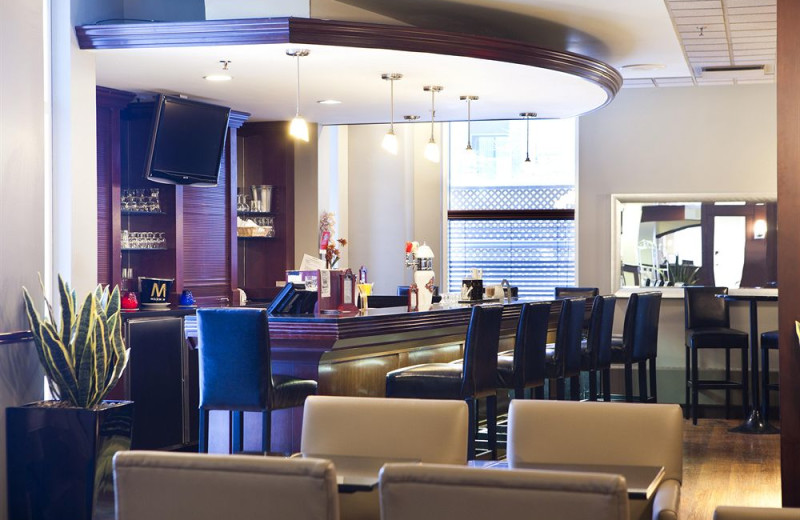 Lounge at Delta Trois-Rivieres Hotel and Conference Centre.