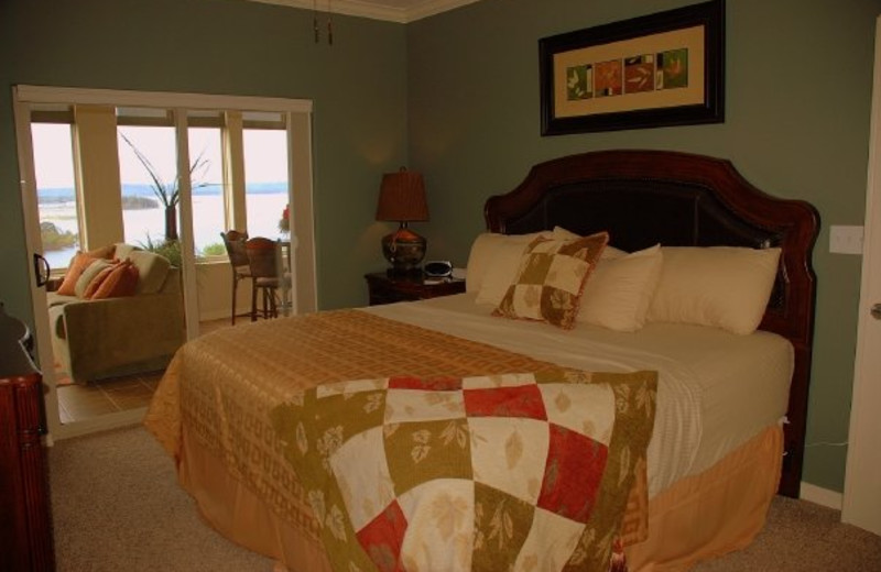 Guest bedroom at Thousand Hills Golf Resort.