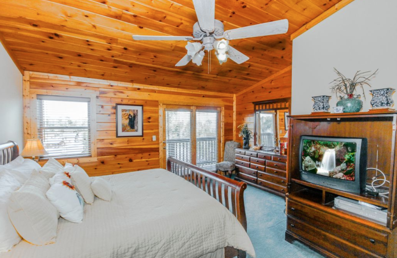 Cabin bedroom at Golfview Vacation Rentals.