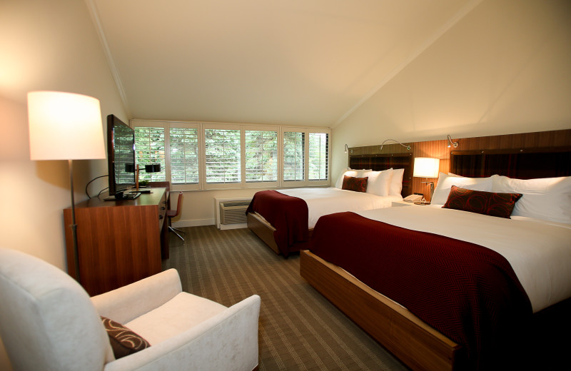 Executive double queen guest room at Topnotch Resort.