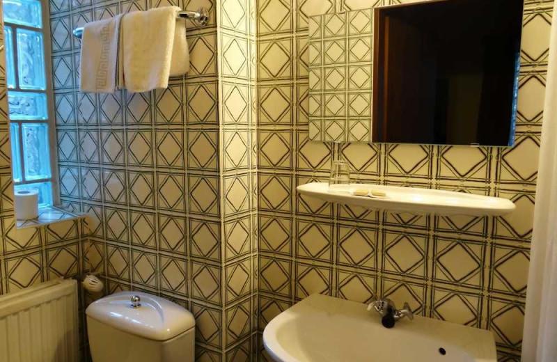 Guest bathroom at Golf Hotel Le Claravallis.