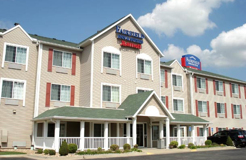 Exterior view of Fairfield Inn & Suites Kansas City North.