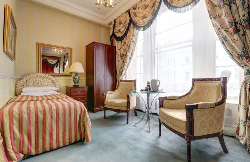 Guest room at Gainsborough Hotel-London.