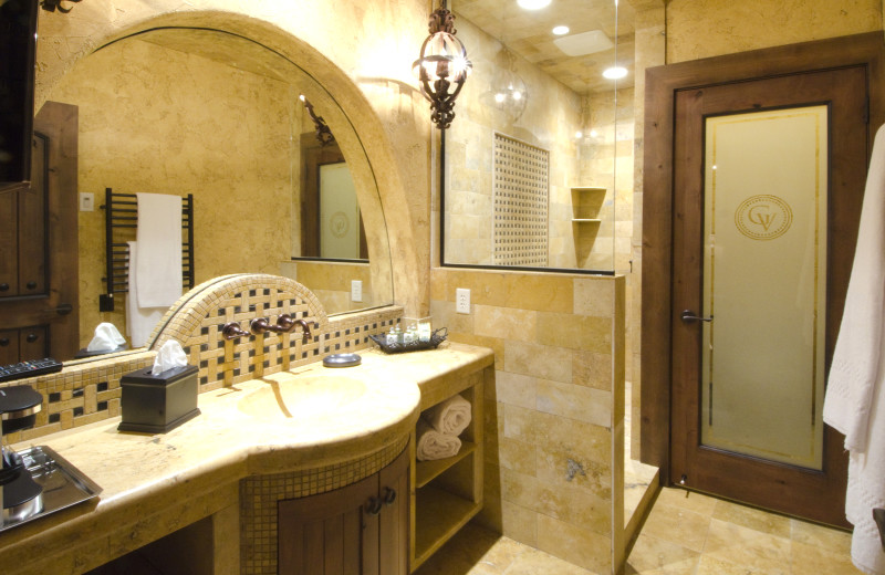 The bathroom in the villas at Gervasi Vineyard