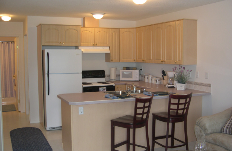 Guest kitchen at Grizzly Peaks Condominums.