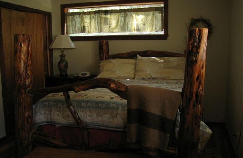 Cabin bedroom at Idaho Cabin Keepers.