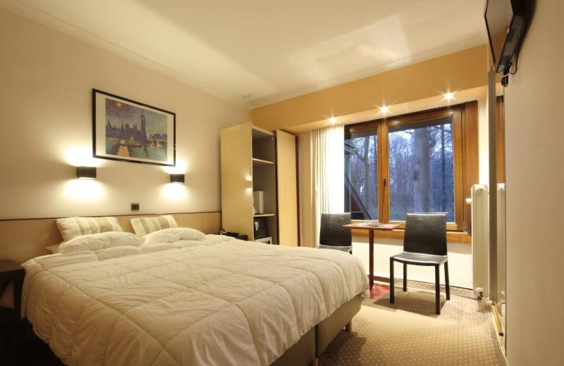 Guest room at Hostellerie du Mont Kemmel.