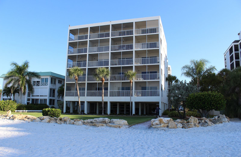 Exterior view of Gulfview Manor Resort.