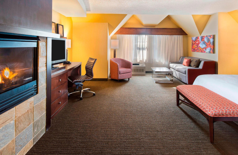Guest room at Courtyard by Marriott Lake Placid.