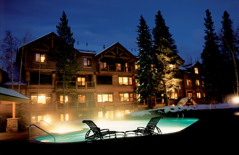 Outdoor pool at Mountain Thunder Lodge.