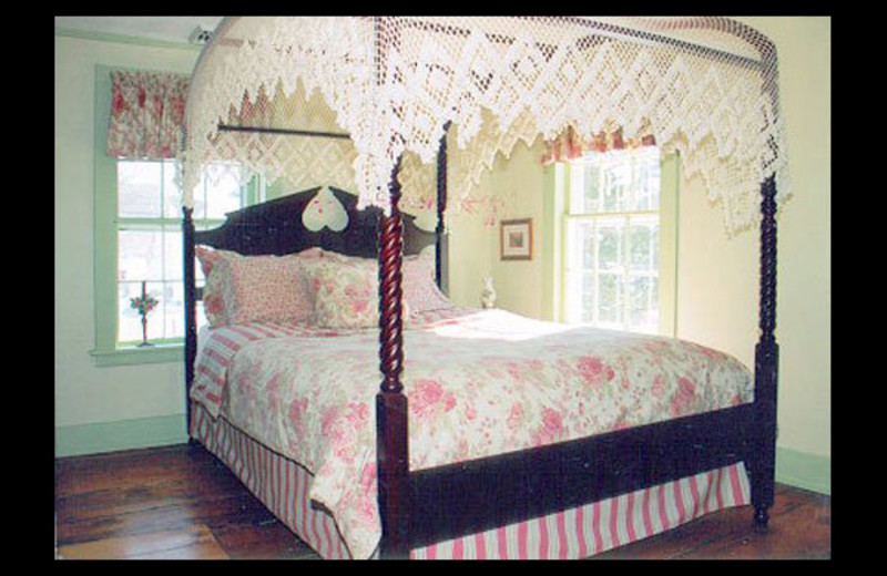 Guest room at Deacon Timothy Pratt Bed & Breakfast.