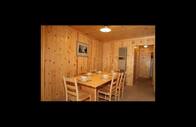Cabin dining room at Broadwater Lodge.