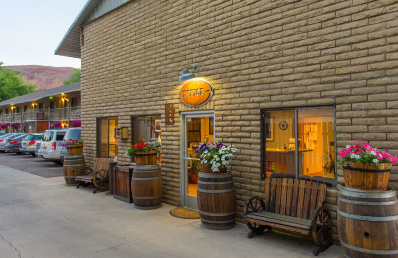 Exterior view of Moab Rustic Inn.
