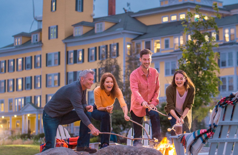 Family bonfire at Mountain View Grand Resort & Spa.