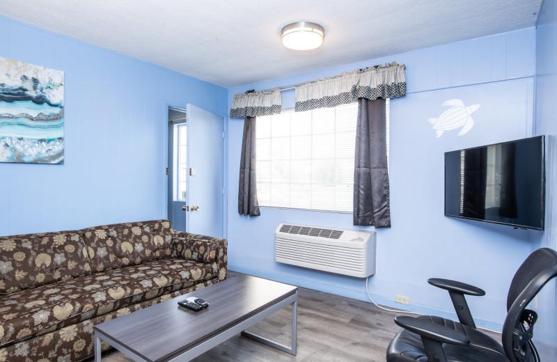 Guest living room at Aqua Breeze Inn.