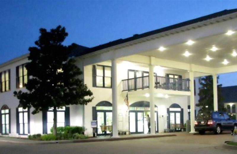 AmazInn & Suites exterior.