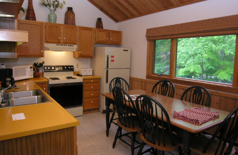 Vacation rental dining room at Timberline Herzwoods and Northwoods Resort.