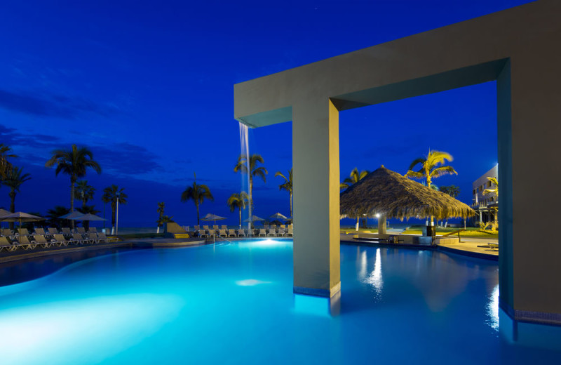 Outdoor pool at Holiday Inn Resort Los Cabos All Inclusive.