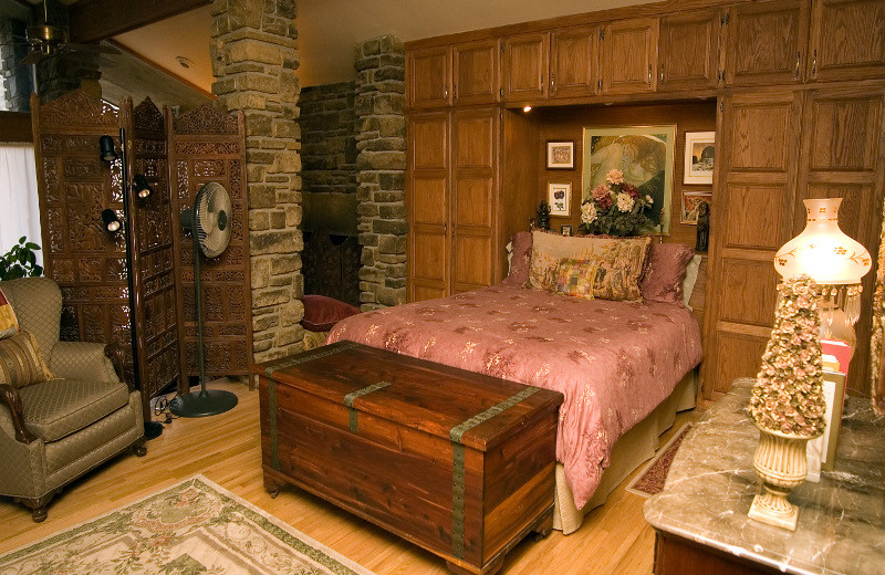 Bedroom at Azalea Falls Lodge.