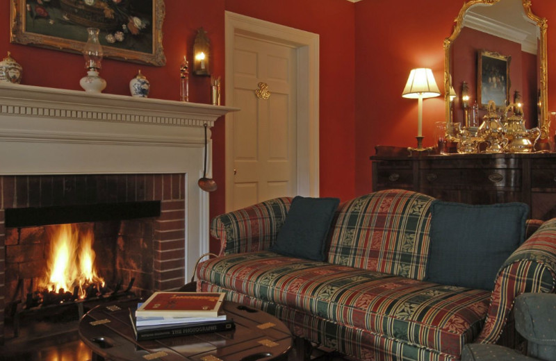 Living room at Inn at Monticello.