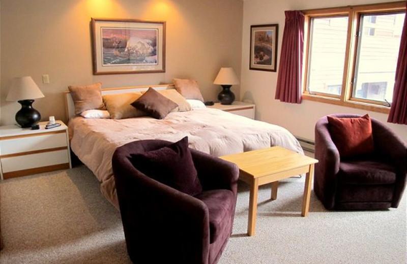 Guest bedroom at Highridge Condominiums.