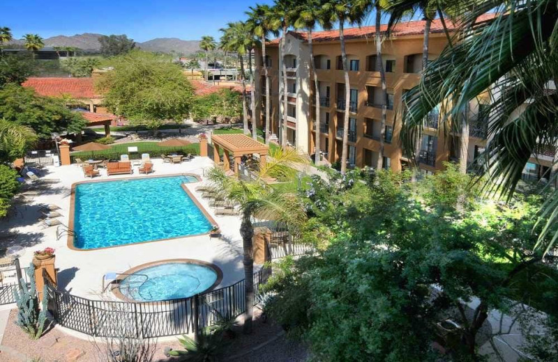 Outdoor pool at Courtyard by Marriott Phoenix Camelback.