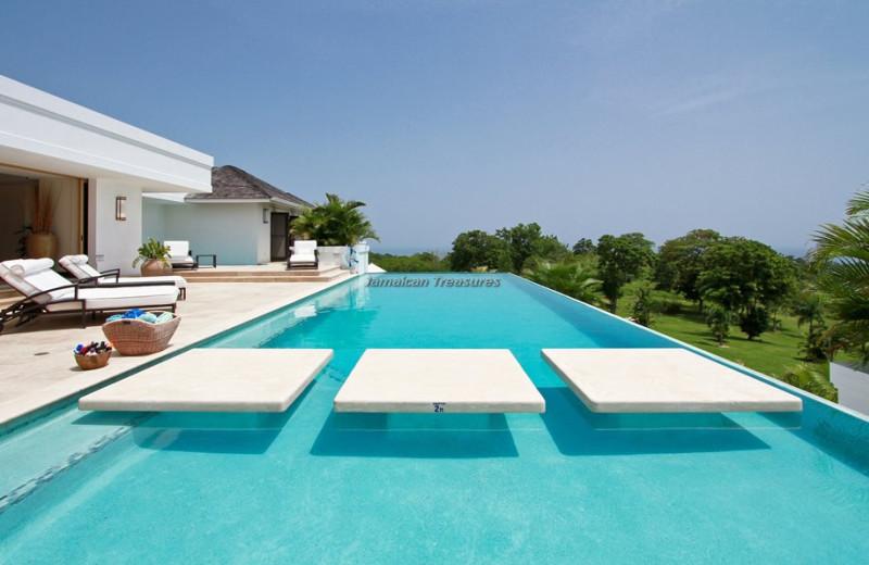 Rental pool at Jamaican Treasures.