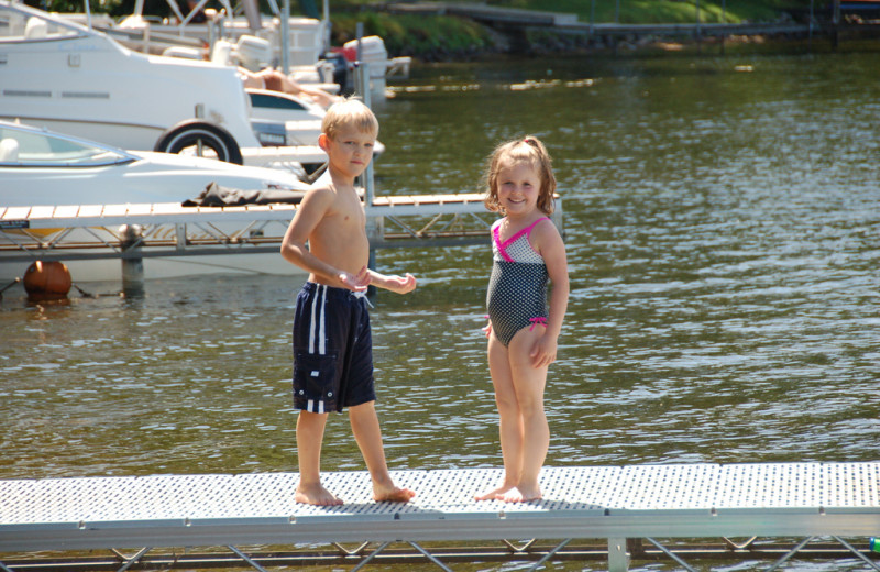 Kids on dock at Woodland Beach Resort.