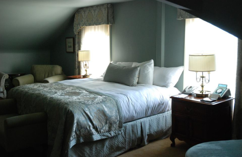 Guest room at Queen's Landing.