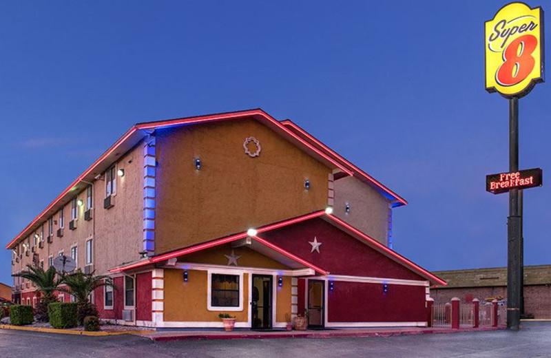 Exterior View of Super 8 San Antonio
