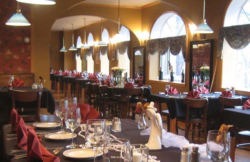 Restaurants near Enchanted Forest Resort.