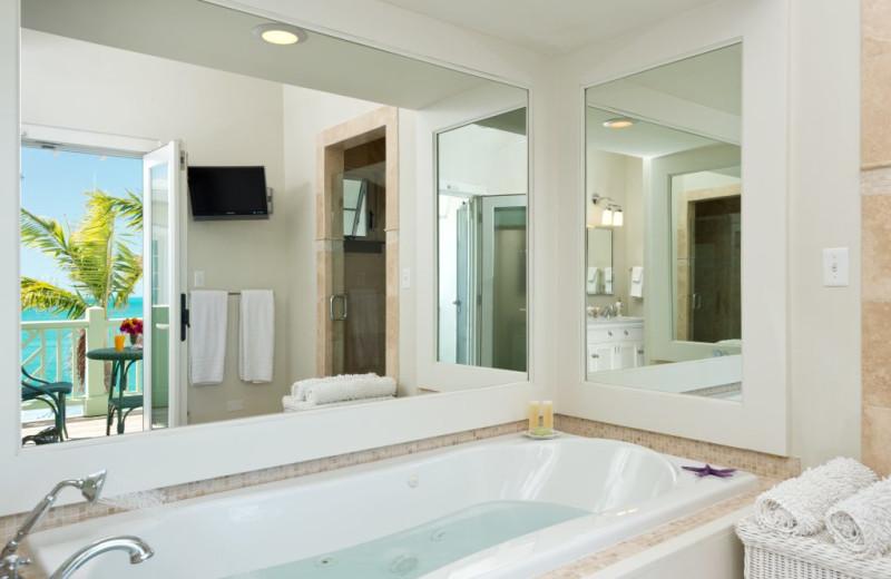 Bathroom at Villa Turquesa.