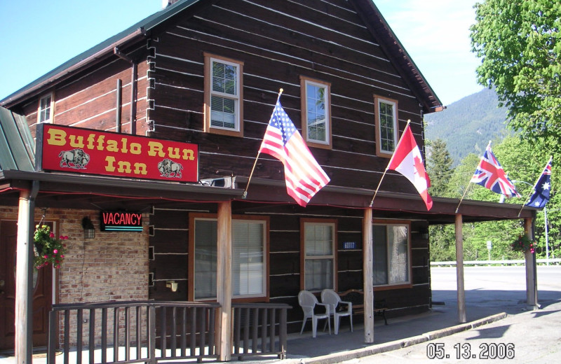 Exterior view of Buffalo Run Inn.
