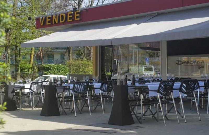 Patio at Hostellerie de Vendée.