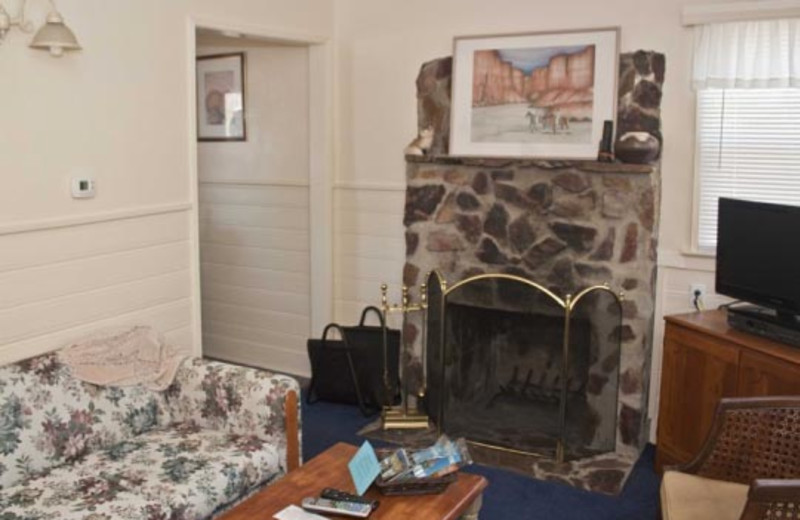Cottage fireplace and living room at Blue Horizon Lodge.