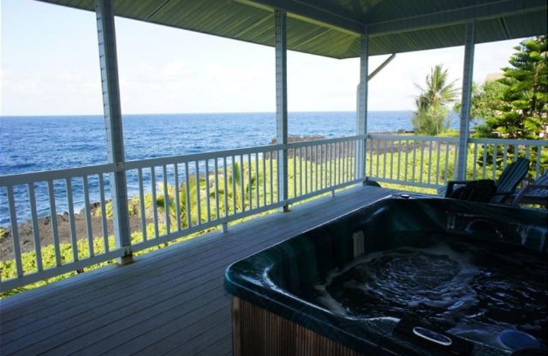 Vacation rental hot tub at Big Island Vacation Rentals.