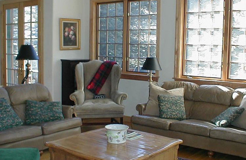 Rental Home Living Room at Triumph Mountain Properties