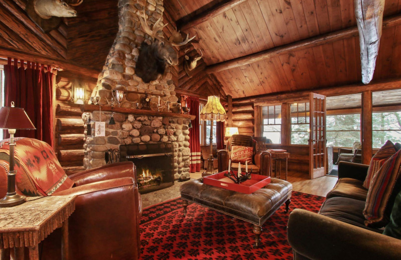 Living room at Spider Lake Lodge Bed