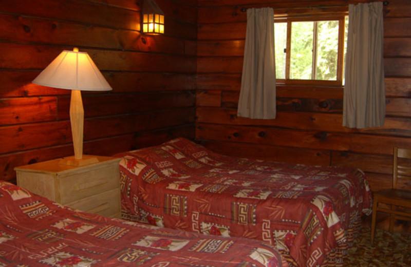 Cabin bedroom at Dun Rovin Lodge.