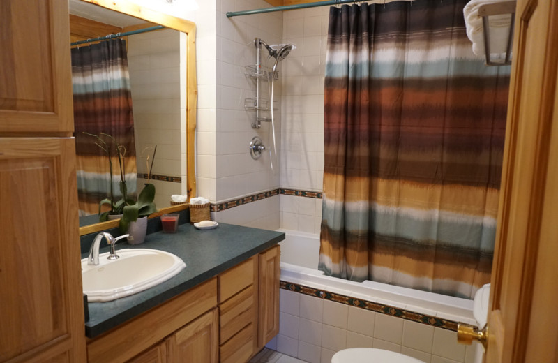 Guest bathroom at Salmon Catcher Lodge.
